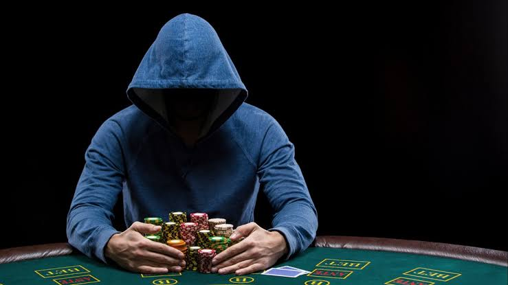 What An Online Poker Site Can Offer You At Your Home?